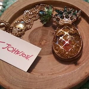 Betsey johnson smiling pineapple necklace nwt